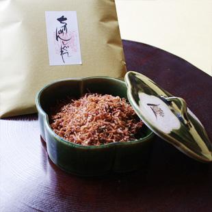ちりめんしぐれドライ(1袋)と陶箱(織部椿)