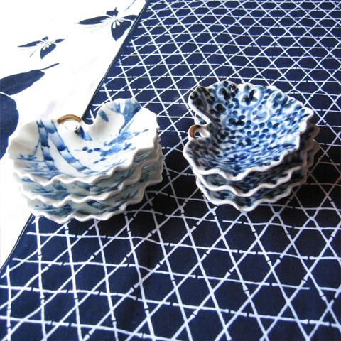 たこ唐草紋ツワブキ型小皿