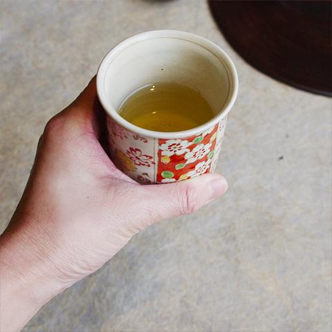 粉引焼〆赤絵桜紋湯呑
