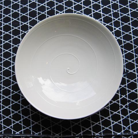 白磁いっちんうず巻七寸鉢