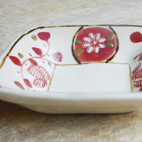 粉引角豆皿 赤唐草・赤小紋