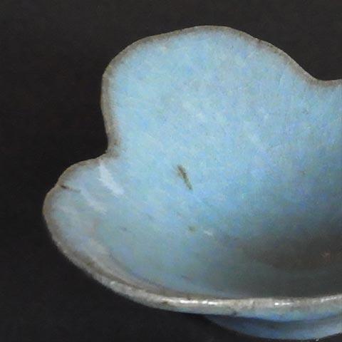 わら灰釉蔦の葉の小鉢とちりめんしぐれ(100g)、ちりめん湯葉(100g)を木箱に詰めて