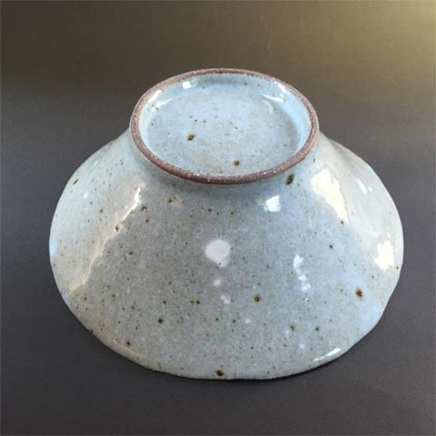 わら灰釉中鉢と京都上賀茂の地野菜を木箱に詰めて